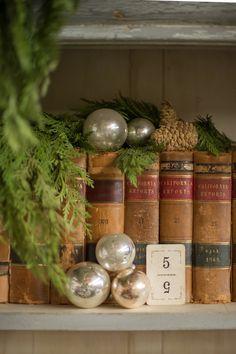 .simple Christmas decor