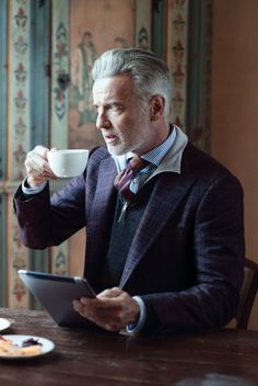 Cesare Attolini - F/W source More menswear & suits! Gentleman Mode, Modern Gentleman, Gentleman Style, Grey White Hair, Men With Grey Hair, Mature Mens Fashion, Casual Chique, Dark Men, Cafe Style