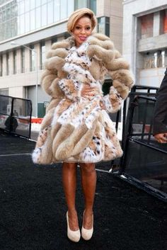 Empty Cages Worldwide's photo: The queen of hip-hop Mary J. Blige seen in a sable and lynx coat worth $100,000 has never met a fur she didn't like! Use to like her, now...,needless to say, NOT ANYMORE. Ignorant selfish greedy unkind evil being!