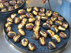 Chestnuts grilled in the streets of Athens World Street Food, Greek Sweets, Go Greek, Best Dishes, Athens Greece, Greek Recipes, Appetizers For Party, The Best, Delish