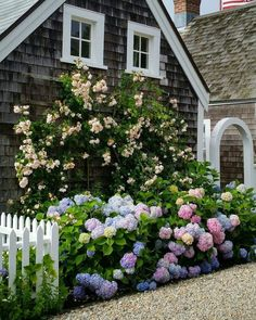 Nantucket Style Chic Design Inspiration & House Exteriors Nantucket cottage with flowers in bloom. COME TOUR MORE Nantucket Style Chic & Summer Vibes! Nantucket Cottage, Beach Cottage Style, Coastal Cottage, Coastal Homes, Beach House Decor, Coastal Style, Nantucket Style Homes, Cape Cod Cottage, Cottage Gardens