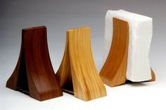Napkin holders - these are gorgeous. Napkin holders - these are gorgeous. Small Woodworking Projects, Wood Projects, Woodworking Desk, Wood Holder Ideas, Rustic Wood Crafts, Diy Wood, Wood Napkin Holder, Small Space Interior Design, Black And White Painting