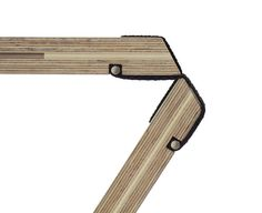Born of a collaboration between German design students Severin Arnold, Bluemel Finn, and Angelina Barks, this bench collapses into an extremely compact volume without any disassembly required. Folding Furniture, Folding Chair, Furniture Plans, Wood Furniture, Furniture Design, Custom Woodworking, Woodworking Projects Plans, Woodworking Guide, Teds Woodworking