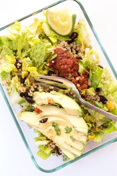 These HEALTHY vegetarian Quinoa Burrito Bowls are perfect for meal prep! Full recipe makes 5 DAYS worth of healthy lunches/dinners!
