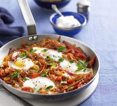 Turkish one-pan eggs & peppers (Menemen) recipe - Recipes - BBC Good Food Egg Recipes For Breakfast, Brunch Recipes, Free Breakfast, Health Breakfast, Breakfast Healthy, Recipes Dinner, Healthy Eating, Bbc Good Food Recipes, Cooking Recipes