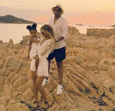 Welcome To Chitoo's Diary.: Beyonce shares more  family time vacation photos