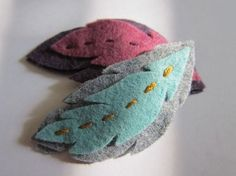 A Variety of Brooches Made of Felt – Livemaster Felt Hair Clips, Feather Hair Clips, Felt Diy, Felt Crafts, Felt Flowers, Fabric Flowers, Felt Hair Accessories, Barrettes, Felt Brooch