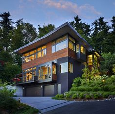 Splendid waterfront property: Westlight House is a beautiful contemporary waterfront property located in Seattle, Washington, designed by McClellan Architects.
