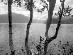 Arno Rafael Minkkinen5 Les autoportraits en noir et blanc dArno Rafael Minkkinen
