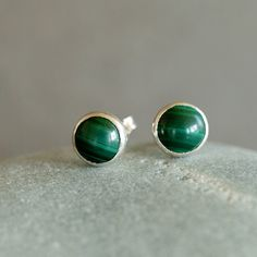 Malachite Stud Post Earrings Green Gemstone Sterling Silver Dot Classic Preppy Handmade Jewelry on Etsy, 28,60 €