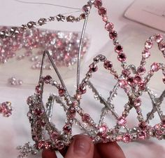 Thread rhinestones onto thin wires then secure to crownTiara/ How to make a tiara with rhinestones/ DIYRhinestones Vanity need?Tiara for my Halloween costume!Sorceress costume: same pattern but with other materials Diy Jewelry, Jewelery, Jewelry Making, Diy Tiara, Estilo Dark, Wire Crown, Diy Hat, Circlet, Head Accessories