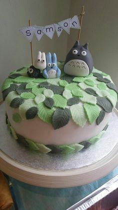I like the leaves-- I don't need Totoro on top of it. ---- My sons 2nd birthday totoro cake