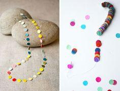 ¡Estos collares son una fiesta! Súper fáciles de hacer… pegando (Nozdesign) o ensartando (Tokketok)