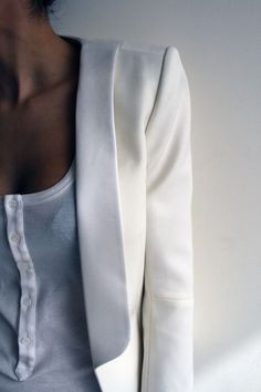 A Crisp White Blazer will never do your outfit wrong. Fashion Details, Look Fashion, Fashion Beauty, Womens Fashion, Fashion Models, Sporty Fashion, Ski Fashion, Classy Fashion, Blazer Fashion