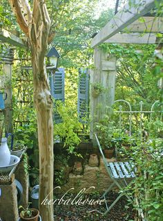 Potting Shed and Benches Ideas Lush Garden, Dream Garden, Cottage Patio, Green Terrace, Garden Nook, Vintage Gardening, Pin On, Garden Structures, Garden Gates