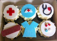 Vanilla Ice cupcakes with nurse themed sugar decorations Nurse Cupcakes, School Cupcakes, Graduation Cupcakes, Themed Cupcakes, Cupcake Cookies, Graduation Ideas, Vet Cake, Medical Cake, Doctor Cake