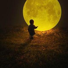 "My adorable ""Super Kymooni"". . . #moon #moonart #supermoon #photomanipulation #art #artist #surreal #surrealart #surrealism #kid #photoshop #photoediting #landscape #outdoor #kidsoninstagram #instafollow #instagood #photoedit #adobephotoshop #digitalart #artph #artlife #photography #universalart #digitalart #enter_imagination Super Moon, Moon Art, Surreal Art, Photo Manipulation, Art Direction, Surrealism, Photo Editing, Digital Art, Photoshop"