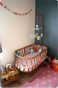 Love the crib. Much cuter than those bulky railed things.