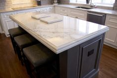 Calacatta quartzite.  The edge is ogee stacked on straight edge