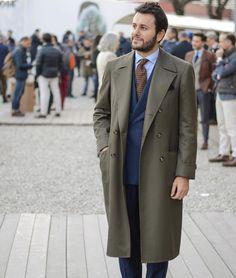 Credits: @sartoria_dalcuore Ulster coat and A. Caraceni DB suit #thebespokedudes #pitti89 #streetstyle