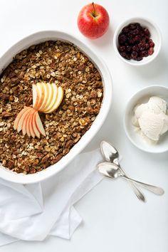 Easy Cardamom Apple Crisp (Vegan, Gluten-Free & Paleo!)   picklesnhoney.com #vegan #applecrisp #dessert