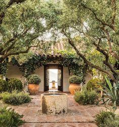 Outdoor Rooms, Outdoor Gardens, Outdoor Living, Outdoor Decor, Indoor Outdoor, Veranda Magazine, Spanish Style Homes, Spanish House, Spanish Colonial
