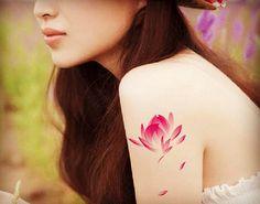 tatouage temporaire lotus fleur encre de Chine par prosciuttojojo