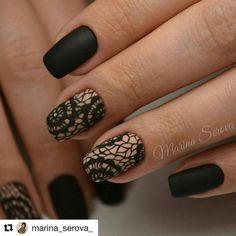 Black nails and lace Lace Nail Design, Lace Nail Art, Lace Nails, Stylish Nails, Trendy Nails, Get Nails, Hair And Nails, Manicure Y Pedicure, Girls Nails