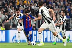 Barcelona's Argentinian forward Lionel Messi (C) vies with Juventus' forward from Croatia Mario Mandzukic (L) during the UEFA Champions League quarter final first leg football match Juventus vs Barcelona, on April 11, 2017 at the Juventus stadium in Turin. / AFP PHOTO / MIGUEL MEDINA