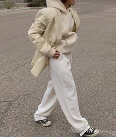 white fitted trousers, cream beige and blazer with trainers // fitted outfit inspo Minimalist Fashion Women, Minimal Fashion, Fall Outfits, Casual Outfits, Fashion Outfits, Summer Outfits, Fashion Clothes, Basic Fashion, High Fashion