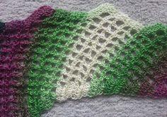 Aus den restlichen 1 1/2 Knäueln von Erikas Wolle ist dieser Drachenschwanz entstanden:         War ganz entspannend, dieses Muster zu häk...