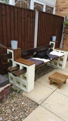 New backyard patio diy cinder block bench ideas Cinder Block Furniture, Cinder Block Bench, Cinder Block Garden, Cinder Blocks, Concrete Furniture, Fire Pit Backyard, Backyard Patio, Backyard Landscaping, Landscaping Ideas
