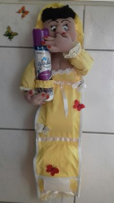 Funny Toilet Paper Holder, Toliet Paper Holder, Paper Roll Holders, Toilet Paper Storage, Toilet Roll Holder, Hobbies And Crafts, Crafts To Make, Diy Crafts, Fabric Dolls