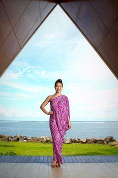 Voice of Moana - Auli'i Cravalho wearing a polynesian dress Island Wear, Island Outfit, Samoan Dress, Island Style Clothing, Hawaiian Fashion, Polynesian Designs, Couture, Dress Patterns, Pretty Dresses