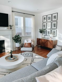 New Living Room, Living Room Interior, Home And Living, Mid Century Modern Living Room, Living Room White Walls, Modern Living Room Decor, Natural Living Rooms, Living Room Accent Chairs, Scandinavian Interior Living Room