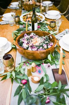 How to Host a Farm to Table Dinner + Recipes - Abendessen Family Style Weddings, Brunch, Festa Party, Partys, Dinner Table, Table Party, Dinner Recipes, Dinner Ideas, Food And Drink