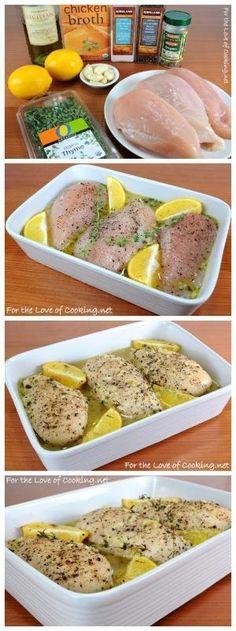 mejor receta: Limón y Tomillo Pechugas de pollo 1-2 cucharadas de aceite de oliva 5-6 dientes de ajo, picados 1/3 taza de caldo de pollo Zest de 1 limón Jugo de 1 limón 1/2 cucharadita de orégano seco 1/2 cucharadita de tomillo fresco deja 3 pechugas de pollo sin piel Sal marina y pimienta recién abierto, al gusto Dos ramitas de tomillo fresco 1 limón cortado en 4 trozos.