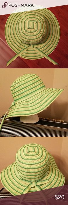 NWOT-SHOE SHACK GREEN & YELLOW FLOPPY SUN HAT NWOT-SHOE SHACK GREEN & YELLOW FLOPPY SUN HAT Shoe Shack Accessories Hats
