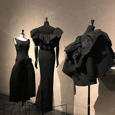 🖤 Balenciaga @museebourdelle or the infinite permutations on a Little Black Dress. Soon on the blog, sign up with link in bio or stay tuned...