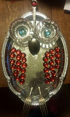Garden art owl made from recycled dishes garden art ideas Recycled Garden Art, Recycled Art Projects, Garden Owl, Garden Whimsy, Owl Crafts, Tree Crafts, Modeling Clay Recipe, Mosaic Crafts, Owl Art
