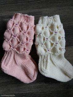 Knitting For Kids, Baby Knitting Patterns, Knitting Socks, Best Baby Socks, Knit Baby Dress, Kids Socks, Mittens, Knit Crochet, Winter Hats
