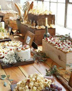 Un aperitivo de diferentes quesos, panes, mini pizzas... con decoración rústica! Un acierto seguro!!!  In the cocktail hour a buffet of different cheeses, breads, mini pizzas with rustic decor... A sure hit !!!  #ohwblog #ohhappywedding #bodas #weddings #ideasboda #blogdebodas #decoracionboda #decoboda #detallesboda #blognovias #weddingblogger #weddingplaner #weddingblog #instawedding #bodas2015 #wedding2015 #novios #novia2015 #novia #bodes #rusticwedding #bodarustica #bodacampestre
