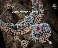 Diamond Choker, Emerald Diamond, Diamond Jewellery, Gold Jewellery Design, Gold Jewelry, Jewelry Necklaces, Bold Necklace, Ruby Necklace, American Wedding