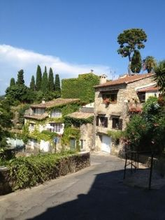 In a beautiful 13th-century building, Château Le Cagnard is on the hilltops of the medieval village of Cagnes-sur-Mer.