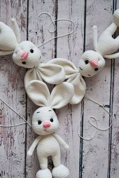 Make a lot of cute pretty amigurimi bunnies using our free crochet pattern!
