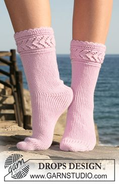 """DROPS sock knitted from side to side in """"Baby Merino"""". Size 35-42. ~ DROPS Design"""