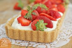 Tarta de queso y fresas sin horno, una tarta de queso refrescante y muy fácil, que con las fresas está deliciosa. Receta de tarta de queso y fresas paso a paso.