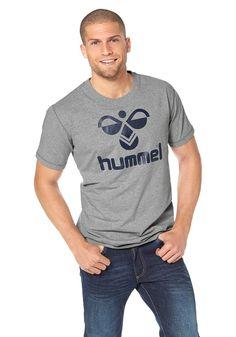 Produkttyp , T-Shirt, |Pflegehinweise , Maschinenwäsche, |Materialzusammensetzung , Obermaterial: 95% Baumwolle, 5% Elasthan, |Stil , Sportlich, |Optik , Bedruckt, |Farbe , Grau-Meliert, |Applikationen , Logodruck, |Ausschnitt , Rundhals, |Ärmelstil , Kurzarm, |Passform , Schmale Form, |Rückenlänge , In Gr.M(48/50) ca. 72cm, |Qualitätshinweise , Hautfreundlich Schadstoffgeprüft, |Auslieferung ,...
