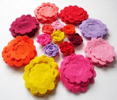 Felt Flower Shapes Unassembled. Set of 40 pieces by PlanetaCostura