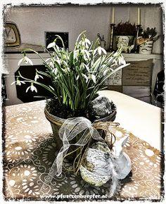 PfUeTzEnHuEpFeR`s Welt #ostern #2018 #shabbychic #vintage #diy #pfuetzenhuepfer #ebensee Vintage Diy, Annie Sloan, Chalk Paint, Upcycle, Shabby Chic, Table Decorations, Plants, Home Decor, Happy Easter